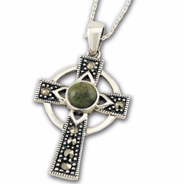 Kreuzkettenanhänger mit irischem Marmor in Geschenkbox